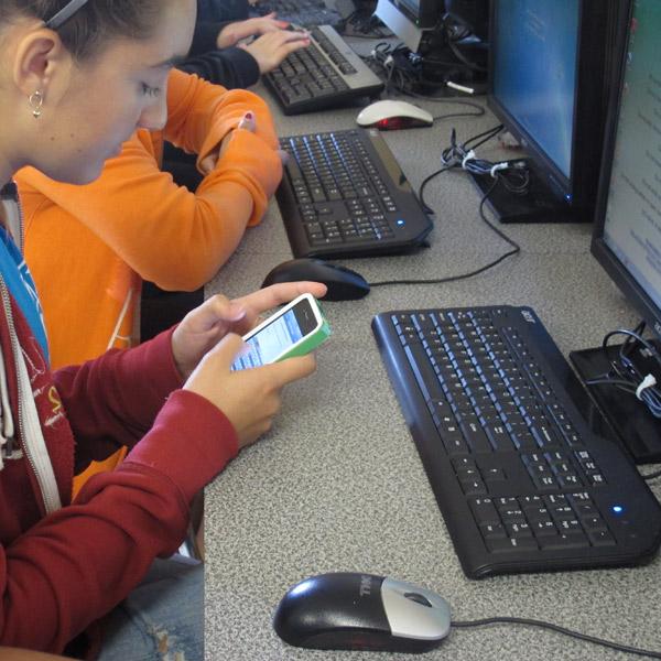 исследование, учеба, смартфоны, Ученые утверждают, что наличие смартфона отвлекает даже самых умных студентов