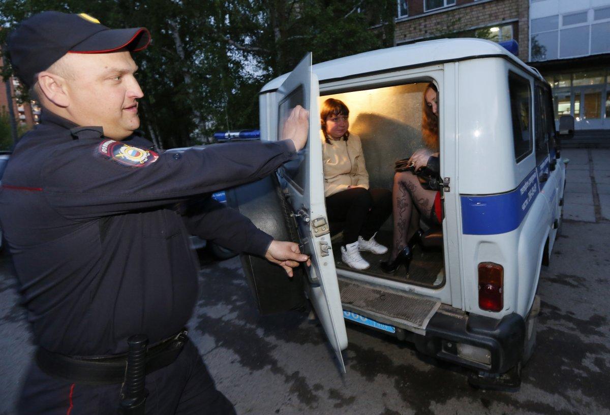 Милиция задержала проституток