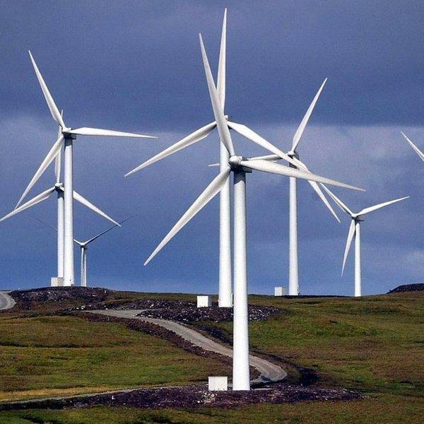 Ветрогенераторы в Британии уходят под воду (10 фото)
