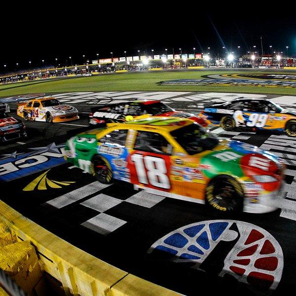 NASCAR, спорт, автомобиль, авто, автомобили, Автомобиль гонщика NASCAR влетел в защитное ограждение на скорости 321 км/ч
