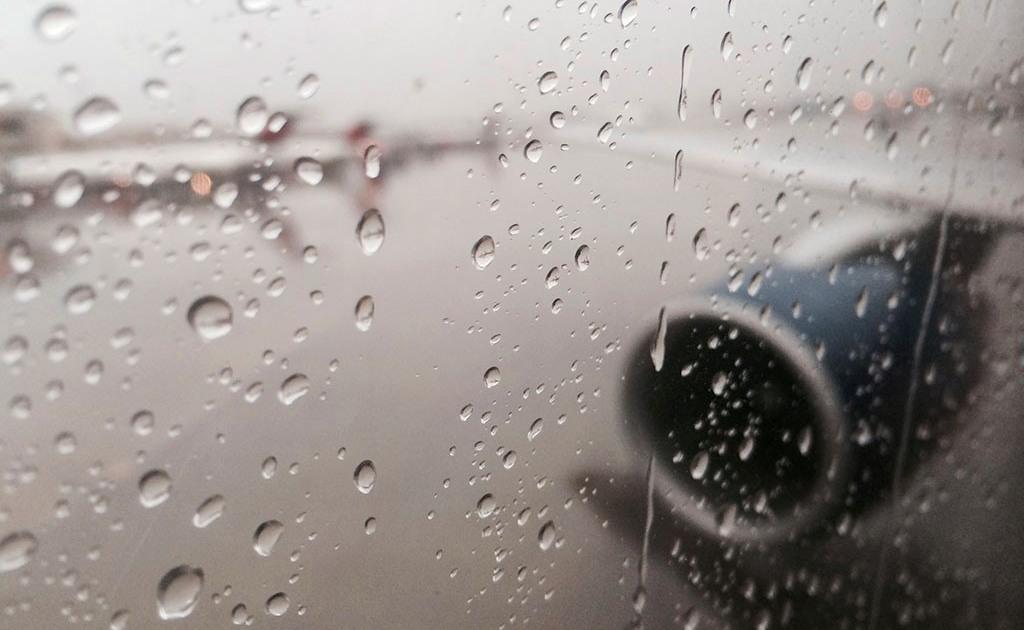 Пассажир снял на видео момент, когда авиалайнер мог взлететь на воздух