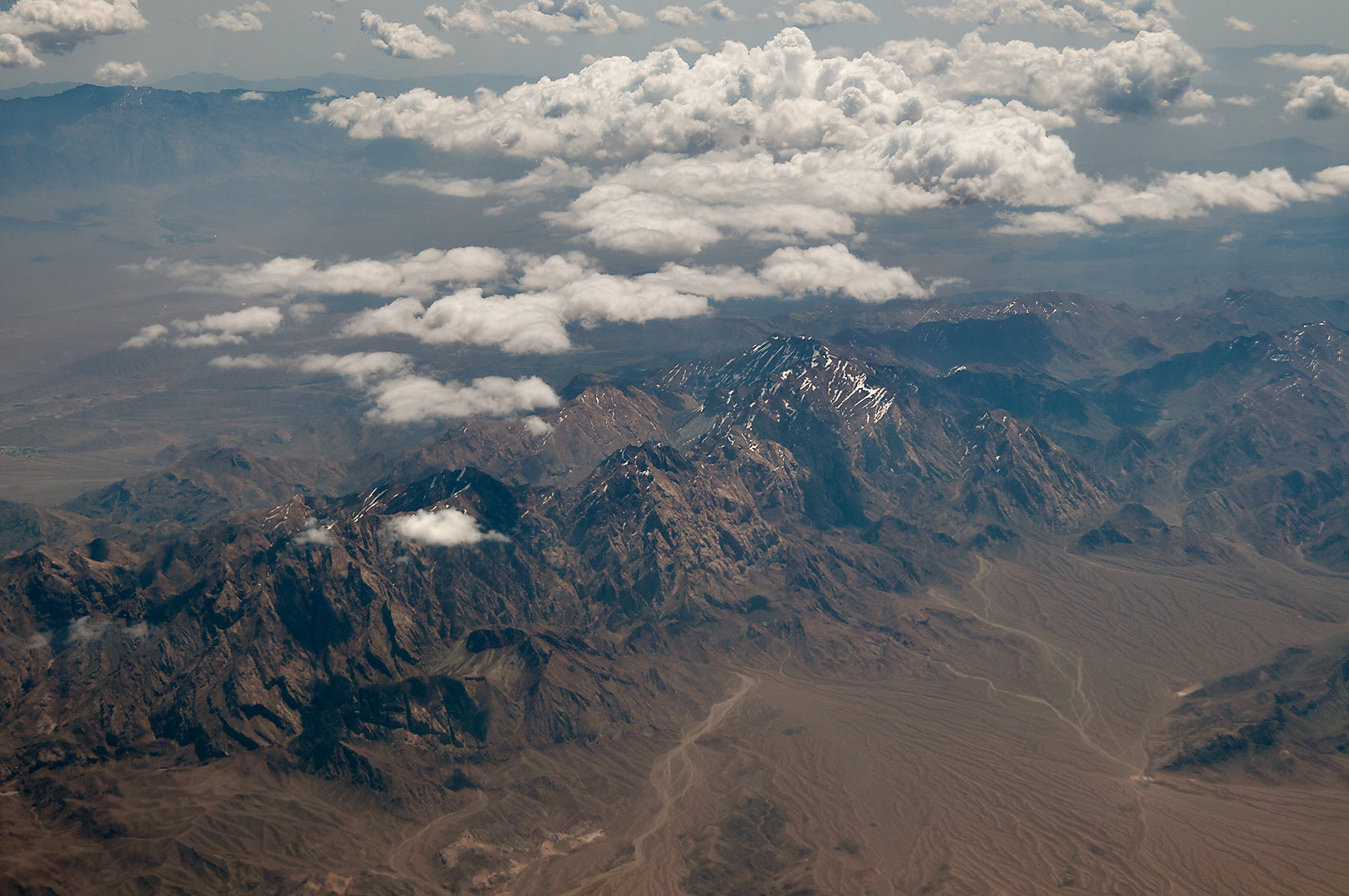 Что будет, если поджечь парашют на высоте нескольких тысяч метров над землёй?