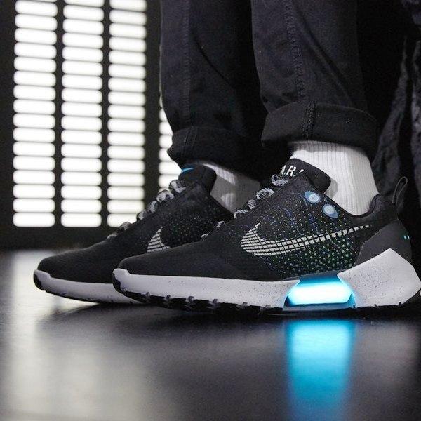 поп-культура,Nike,рецензия,идея,концепция,дизайн,мода,обувь,спорт, Nike HyperAdapt 1.0 - кроссовки с функцией автоматической шнуровки