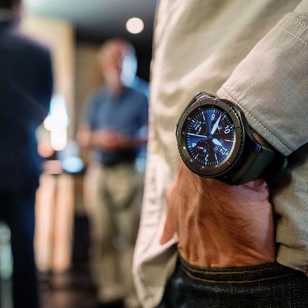CES,Apple,iPhone,Samsung,Android,часы,смартфон, Выставка CES 2017: смарт-часы Samsung Gear теперь совместимы с iPhone