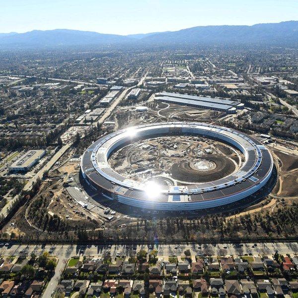 Apple, iPhone, Джобс, смартфон, «Объекты обожания»: новый iPhone в стенах новой штаб-квартиры Apple Park