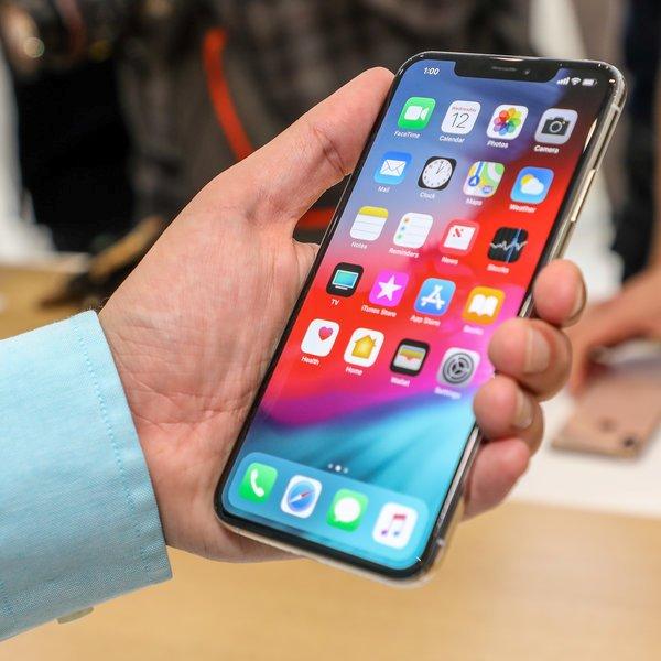 психология, Люди с маленькими руками жалуются на экраны современных смартфонов